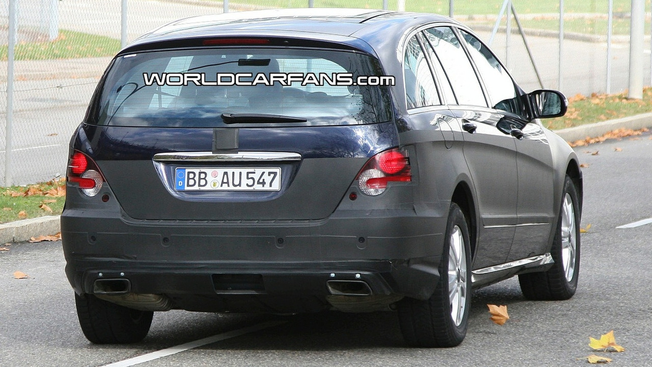 Mercedes R-class Facelift Spy Photo