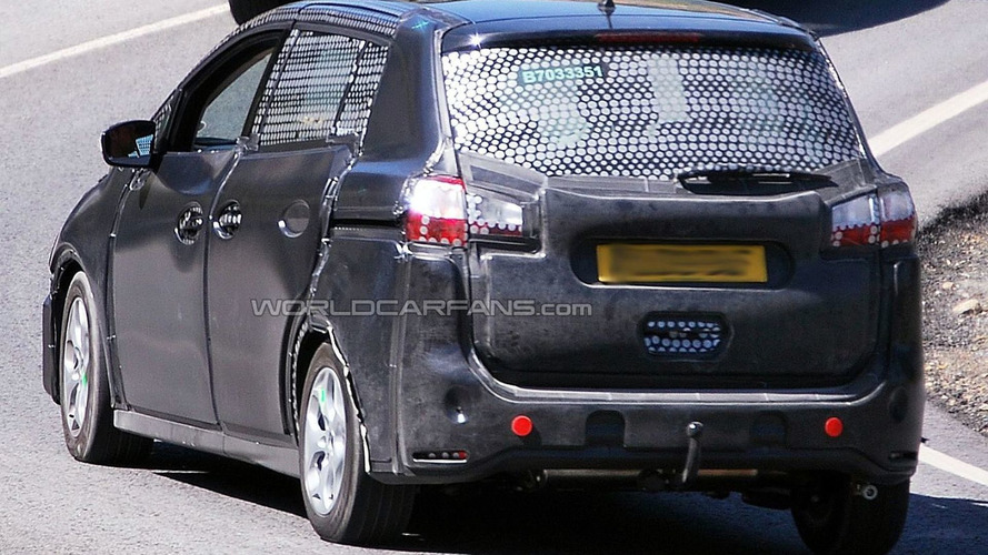 2011 Ford C-Max spy photos show more details
