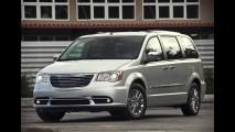 Chrysler Town & Country 2011 chega oficialmente por R$ 173.900