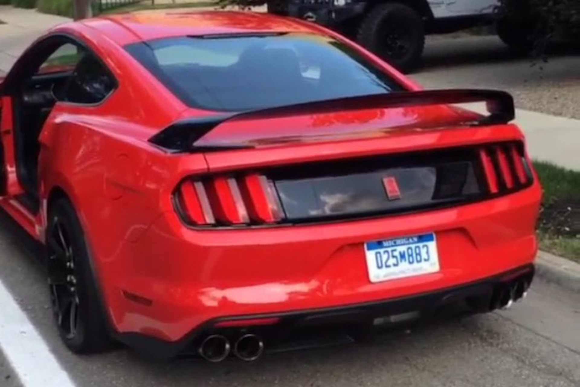 The New Shelby GT350R Might Be the Meanest Sounding Car on the Planet