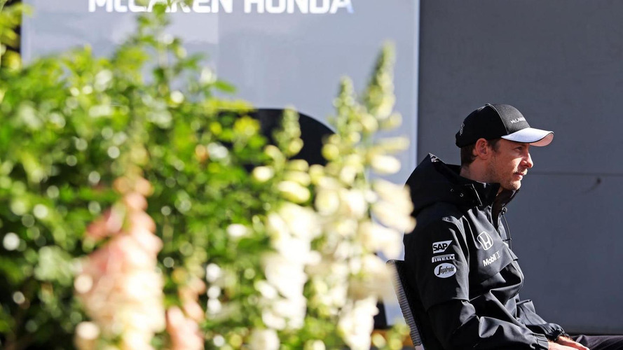 Button says F1 cannot 'ban' Mercedes