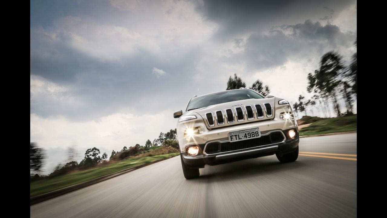 Jeep Cherokee terá facelift em 2016, mas vai manter visual polêmico