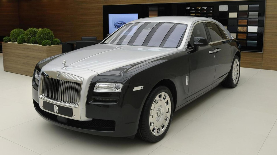 Two-tone Rolls Royce Ghost hides in Geneva