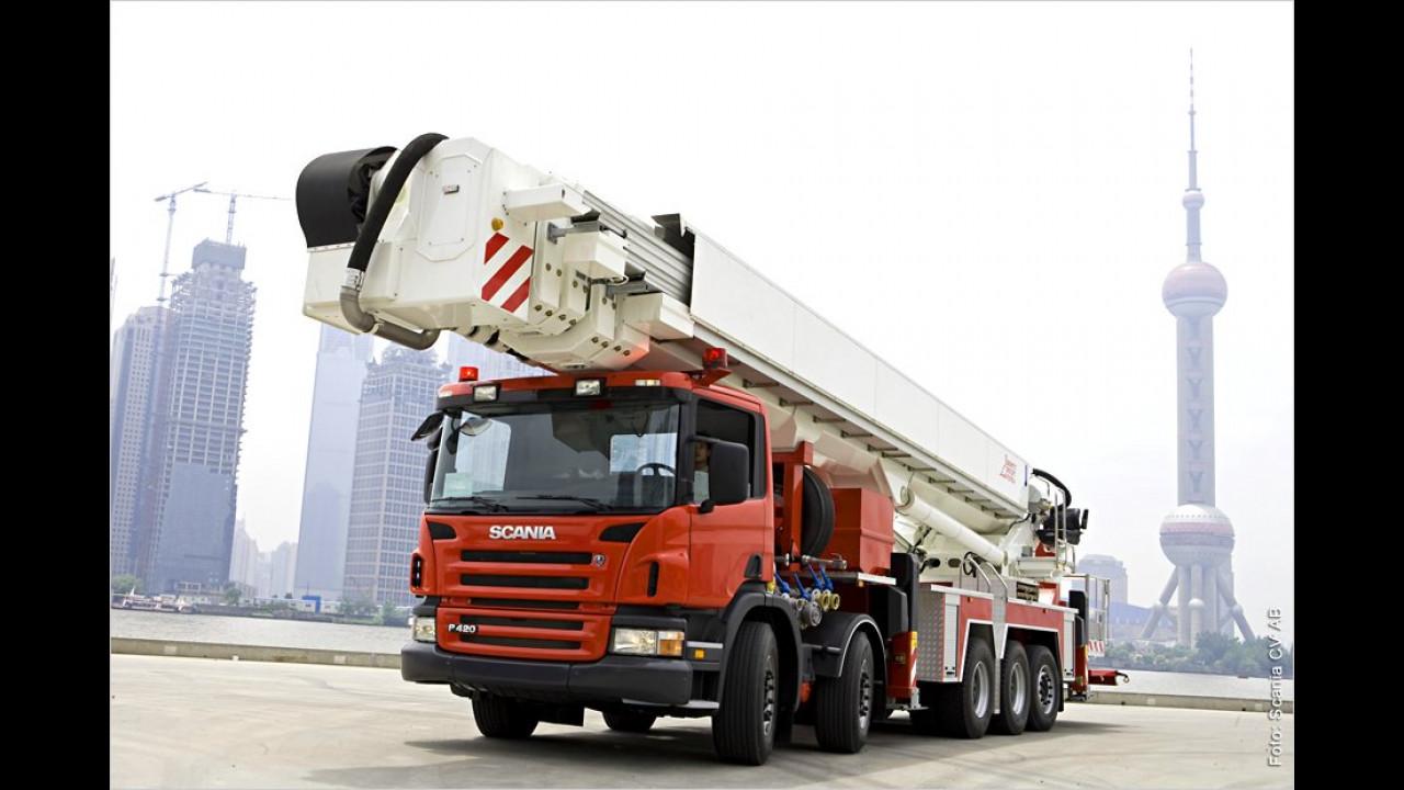 Scania P 420 10x4 mit 90-Meter-Bühne