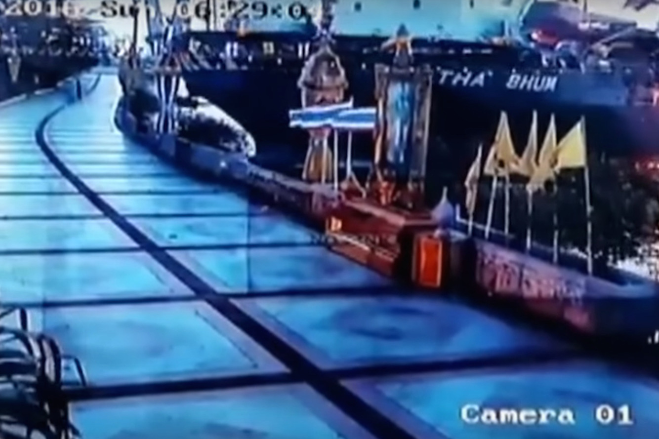 Watch This Cargo Ship Plow Through a Walkway Like a Hot Knife Through Butter