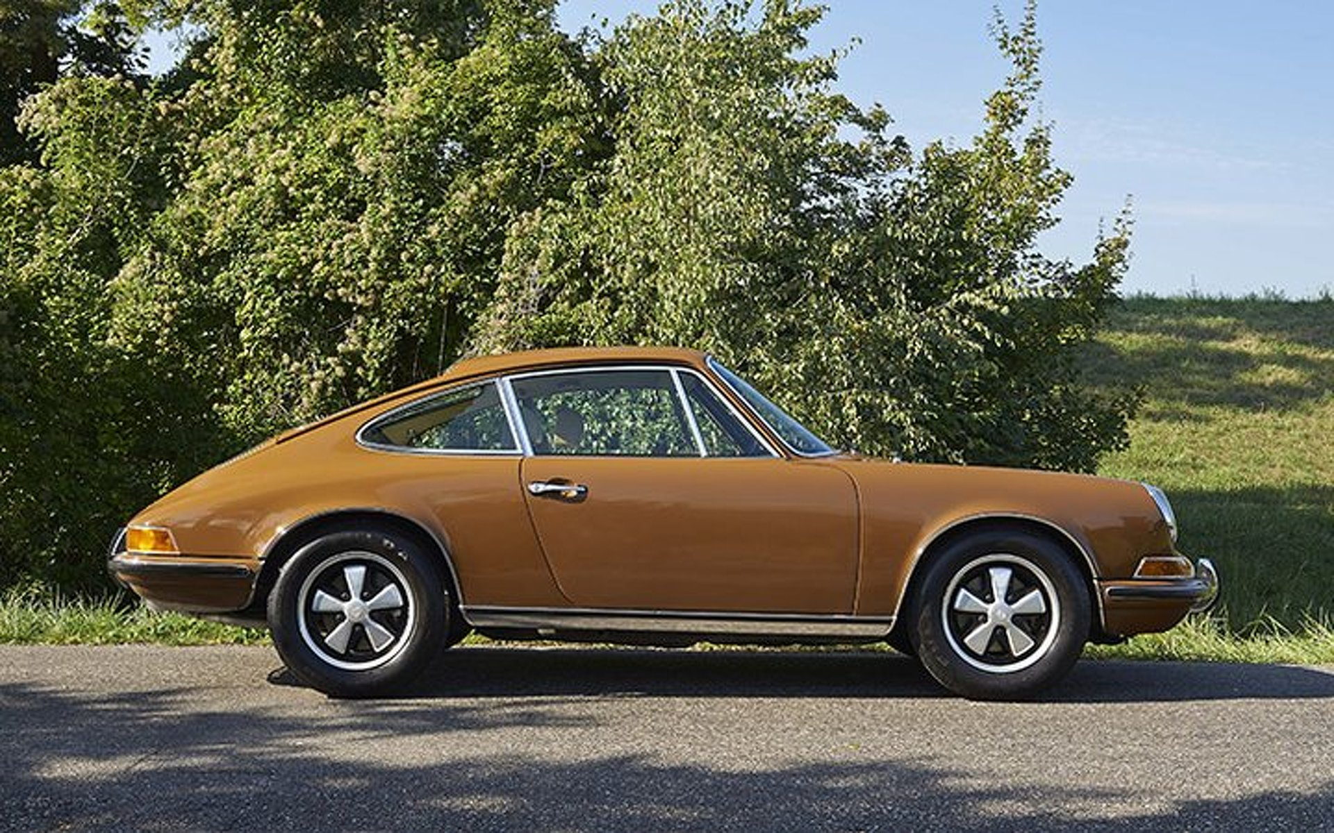 "Steve McQueen's Personal Porsche 911 From ""Le Mans"" up for Auction"