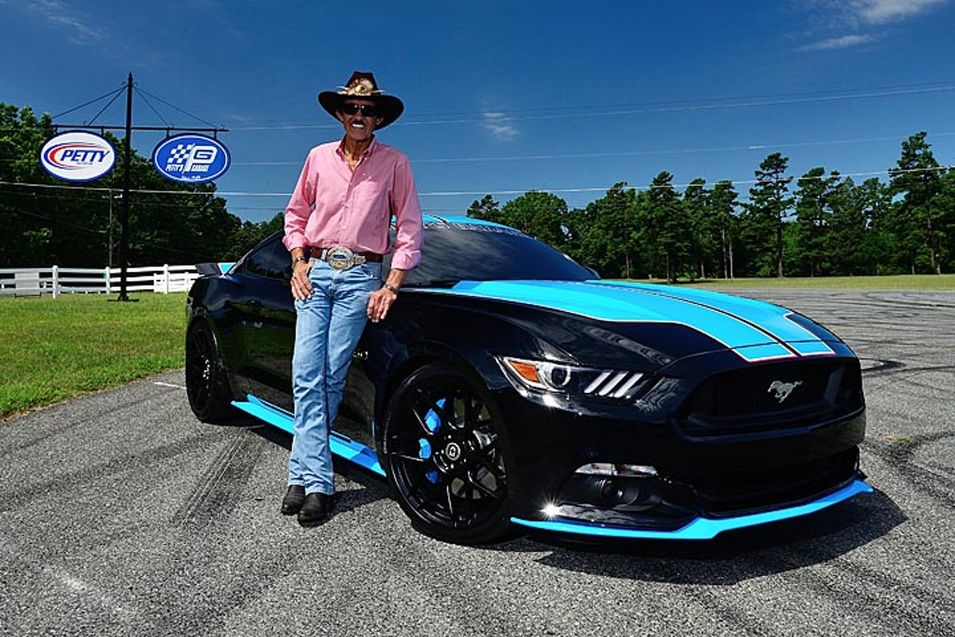 "Ford Ups the Ante with Special 727-HP ""King Edition"" Mustangs"