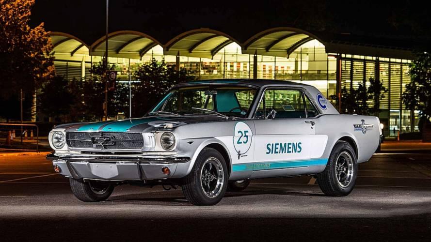 La première voiture autonome à Goodwood est une Mustang de 1965 !