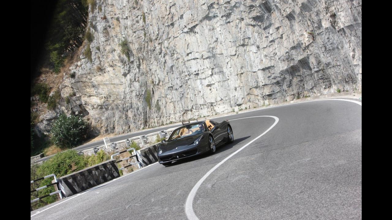 La Ferrari 458 Spider fra Costiera Amalfitana e Reggia di Caserta