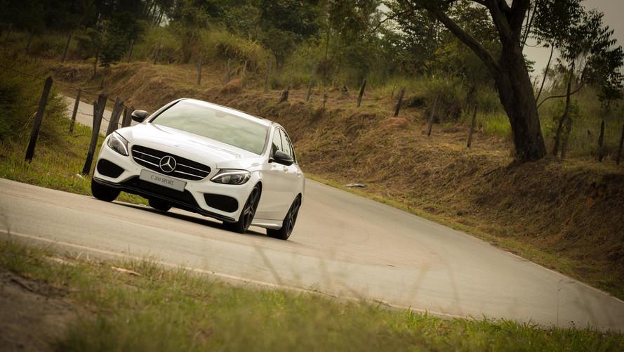 Primeiras impressões Mercedes-Benz C300 Sport - Terno com tênis