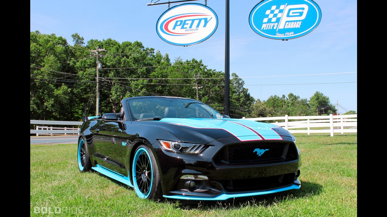 Petty's Garage Ford Mustang King Edition