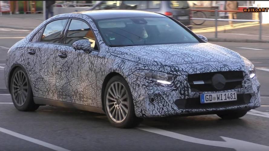 Flagra - Mercedes-Benz Classe A Sedan já roda praticamente pronto