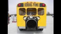 Vídeos e Fotos: Ônibus Escolar a jato chega a 590km/h