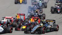 Start crash with Sebastian Vettel, Ferrari SF16-H, Daniil Kvyat, Red Bull Racing RB12, Daniel Ricciardo, Red Bull Racing RB12 and Sergio Perez, Sahara Force India F1 VJM09