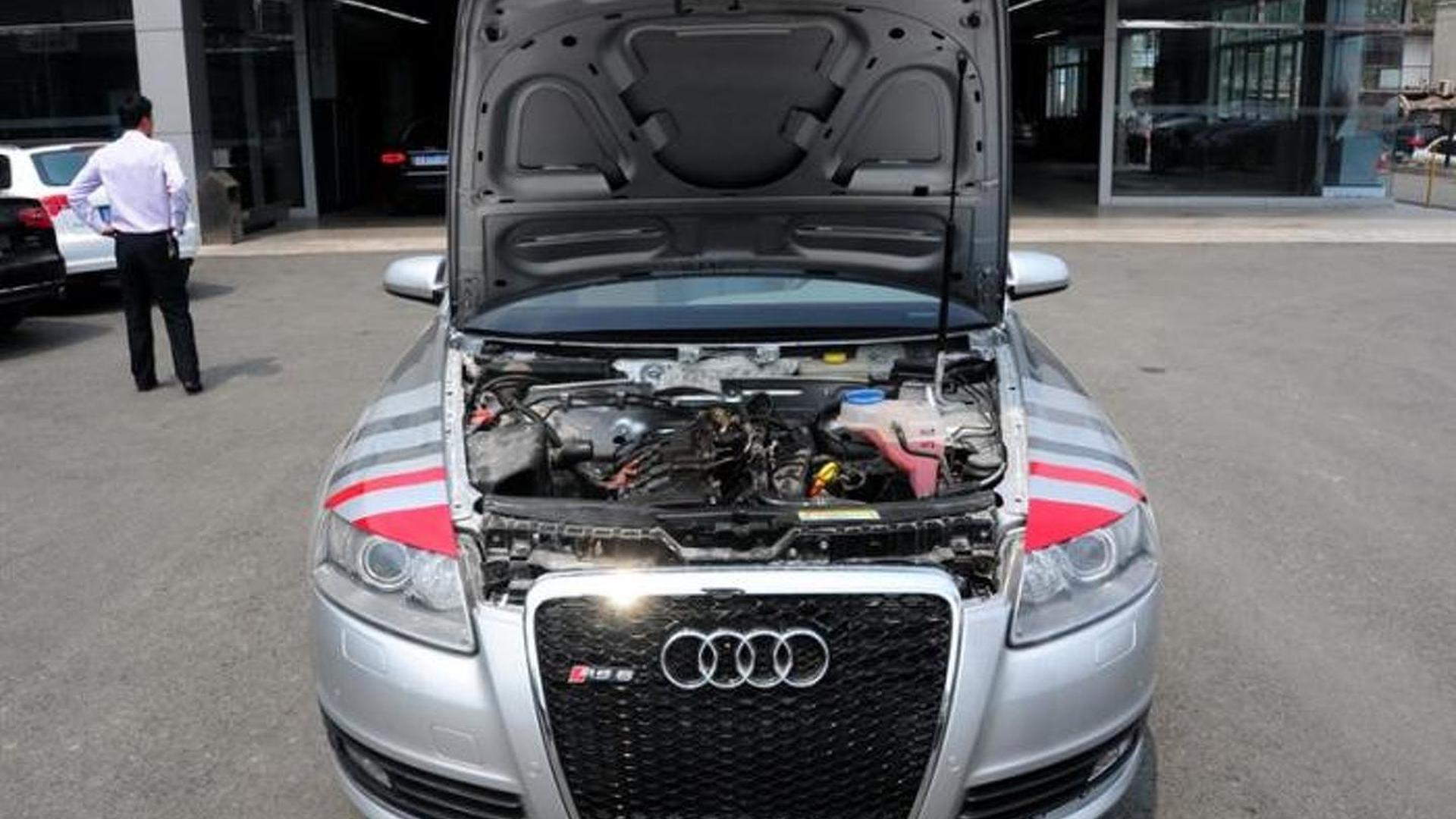 Открытый капот Audi A6 Pickup