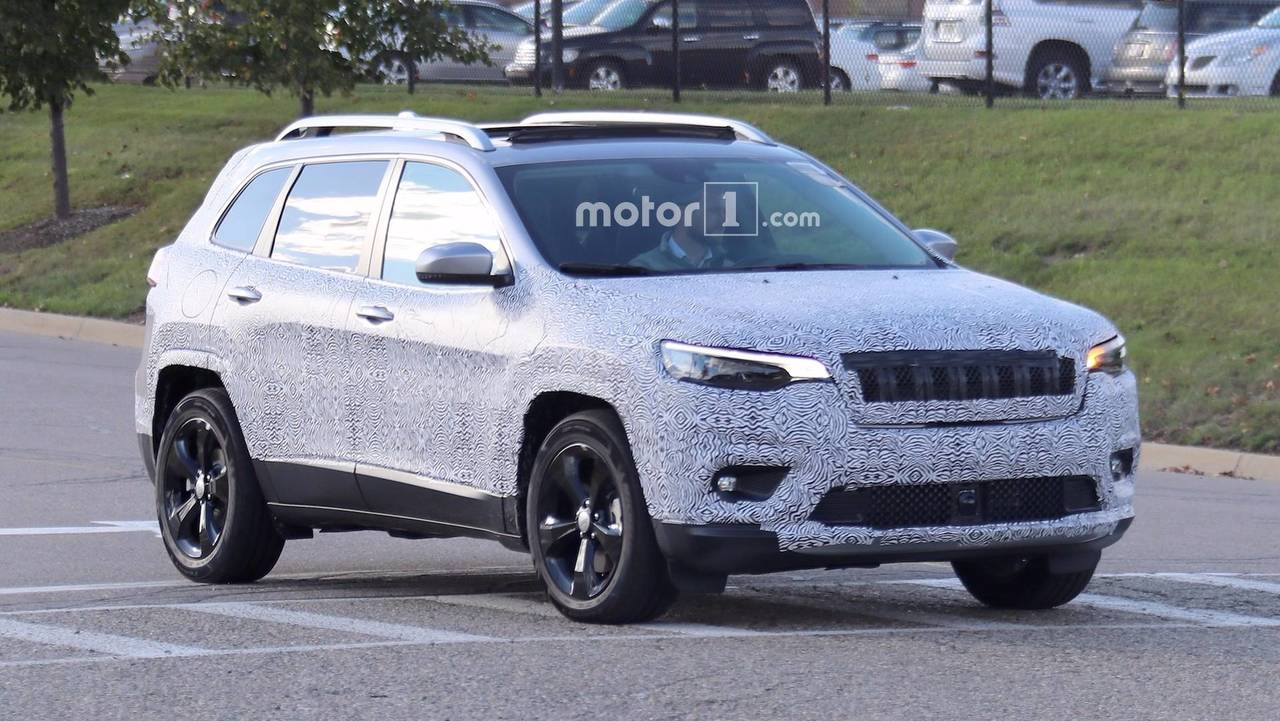 2018 Jeep Cherokee Spied Showing Its Redesigned Headlights
