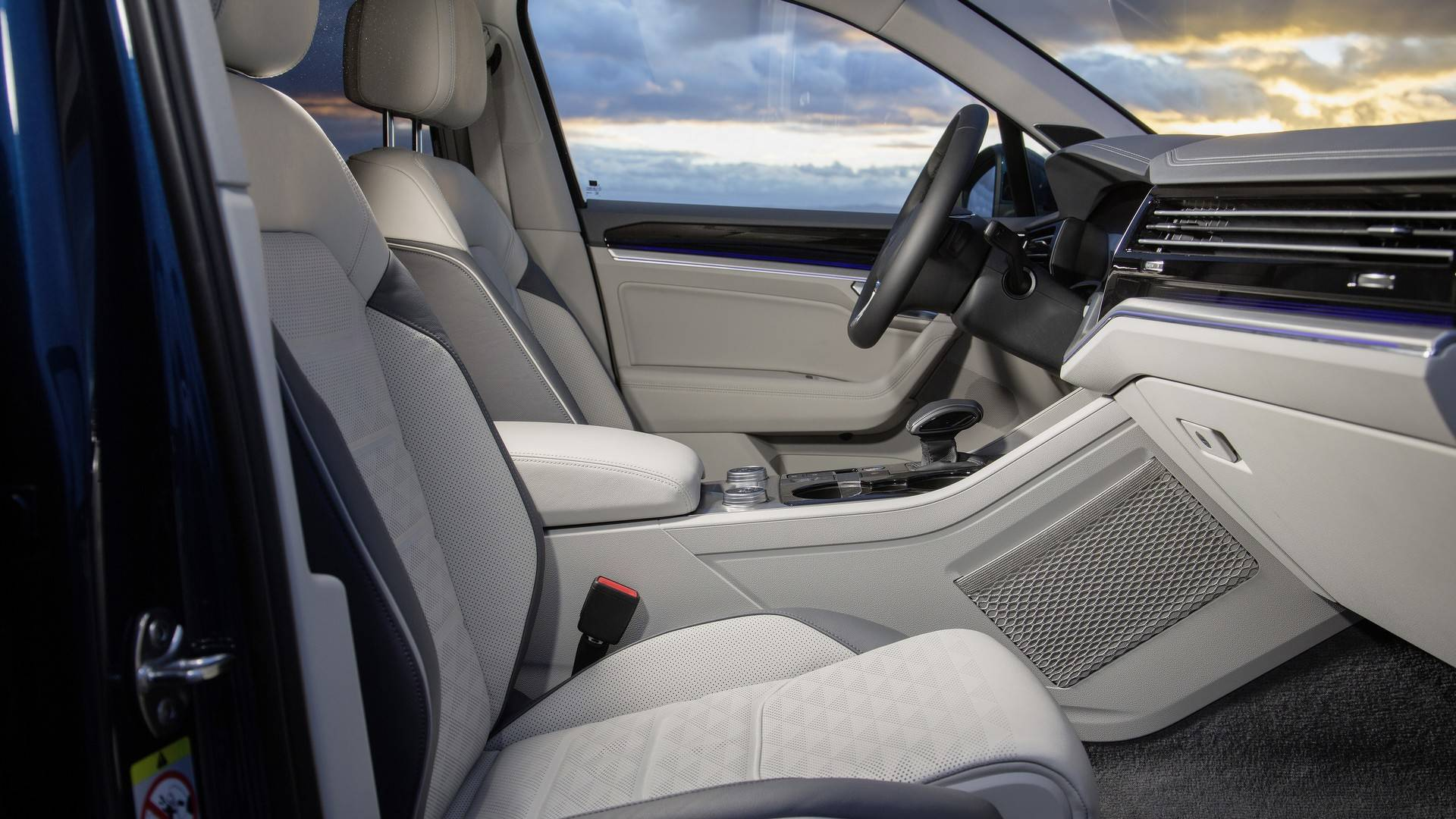 2019 VW Touareg: First Official Interior Images Are Out