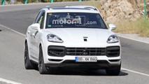 Beyaz 2018 Porsche Cayenne casus fotoğrafları