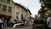 Daimler AG trainees and the married couple Adolf Suchy, owner of the town pharmacy in Wiesloch with F-CELL roadster