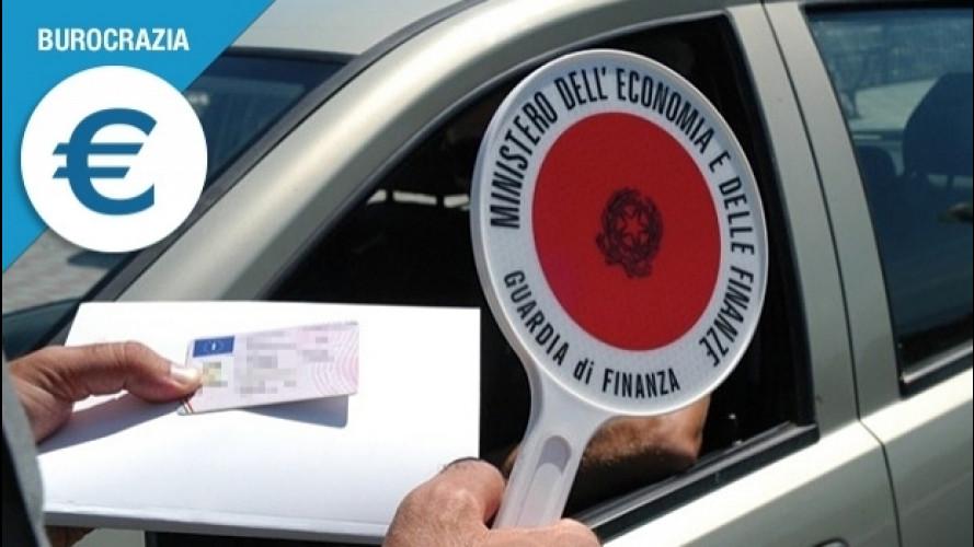 Patente auto dimenticata a casa, che succede