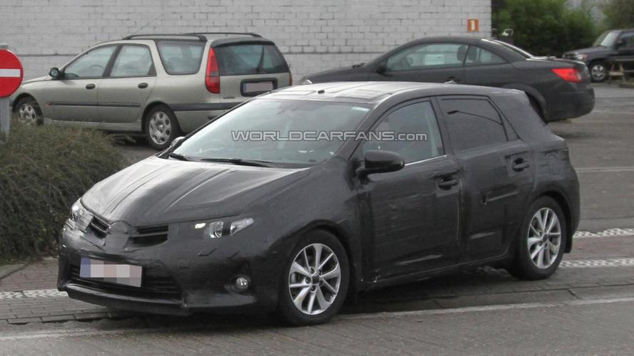 2013 Toyota Auris caught up close