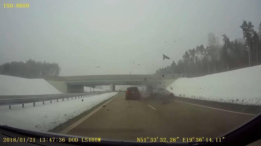 Porig rombolta egy Skoda Octavia hátsó felét a szabálytalanul előző BMW-s