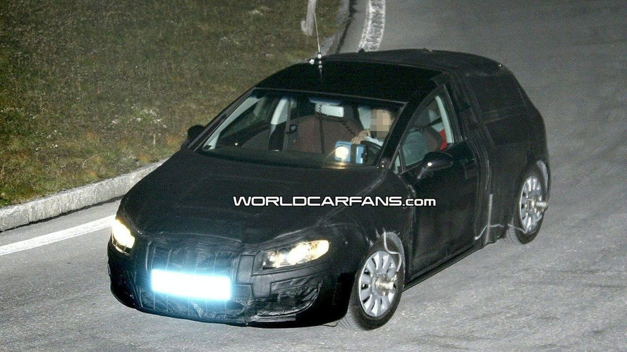 Seat Leon Facelift Spied in the Dark