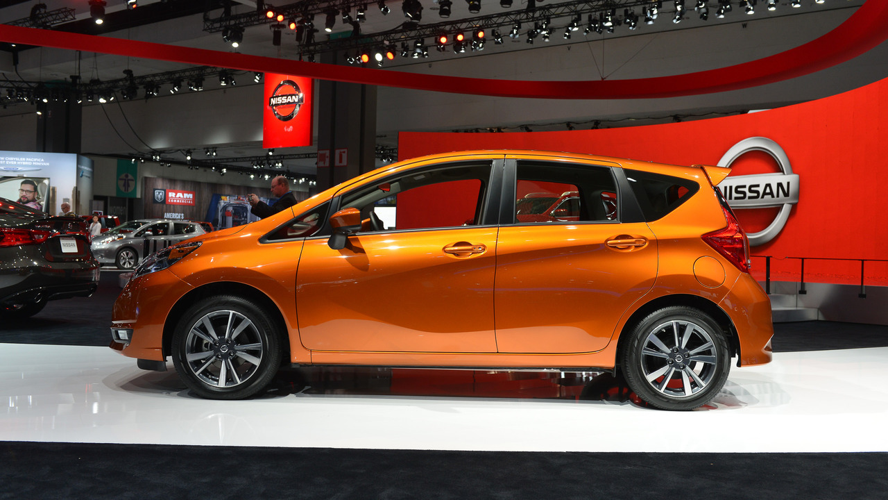 2017 nissan versa note comes to l a with mild refresh. Black Bedroom Furniture Sets. Home Design Ideas