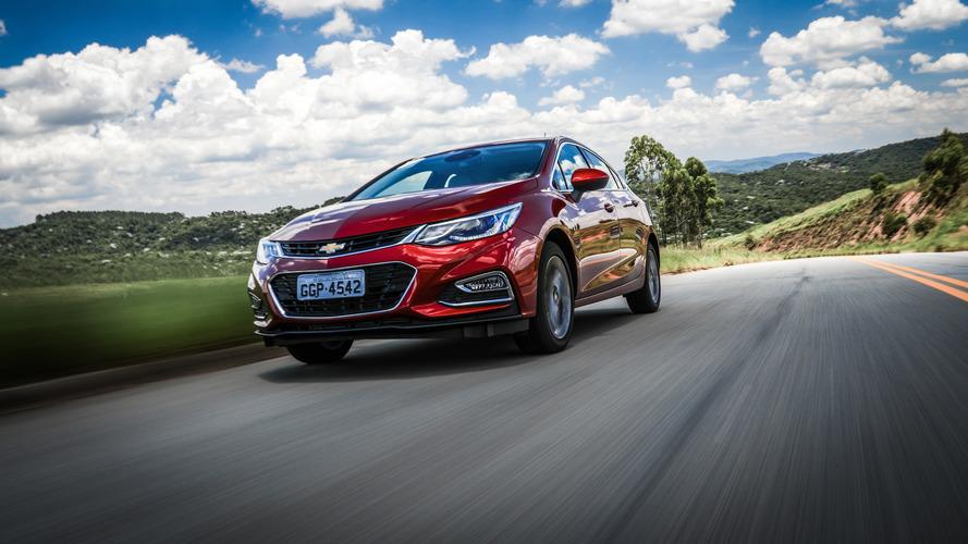 Hatches médios em maio – Cruze vende quase a soma de Golf e Focus