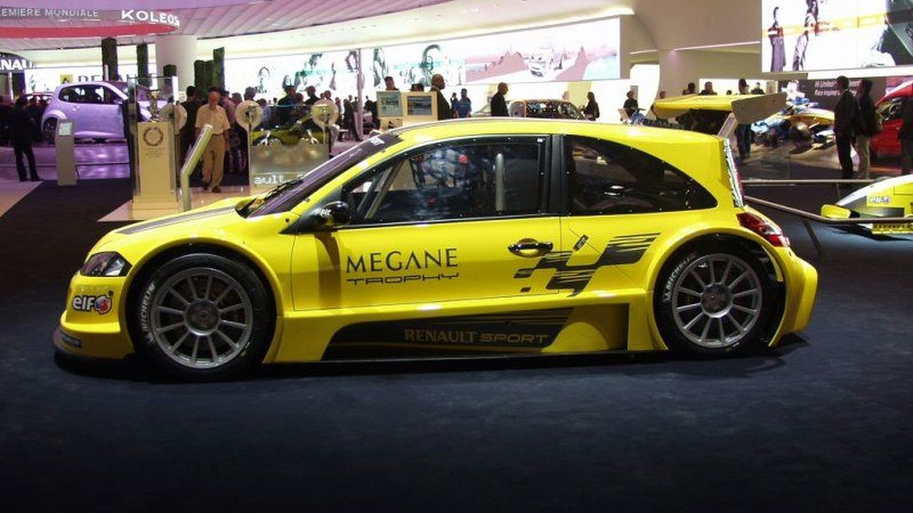 Renault Mégane F1 Team R26 at Paris