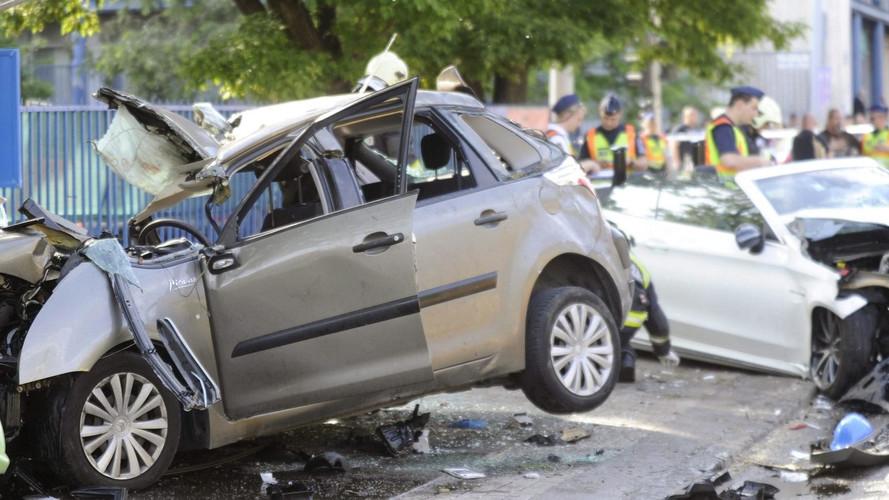 Hétfői tragédia: pénzt kínál az áldozatok családjának a Mercedes vezetője
