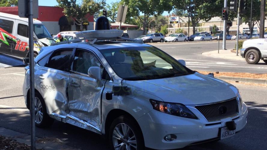 Google'ın kendi kendine giden otomobili kaza yaptı