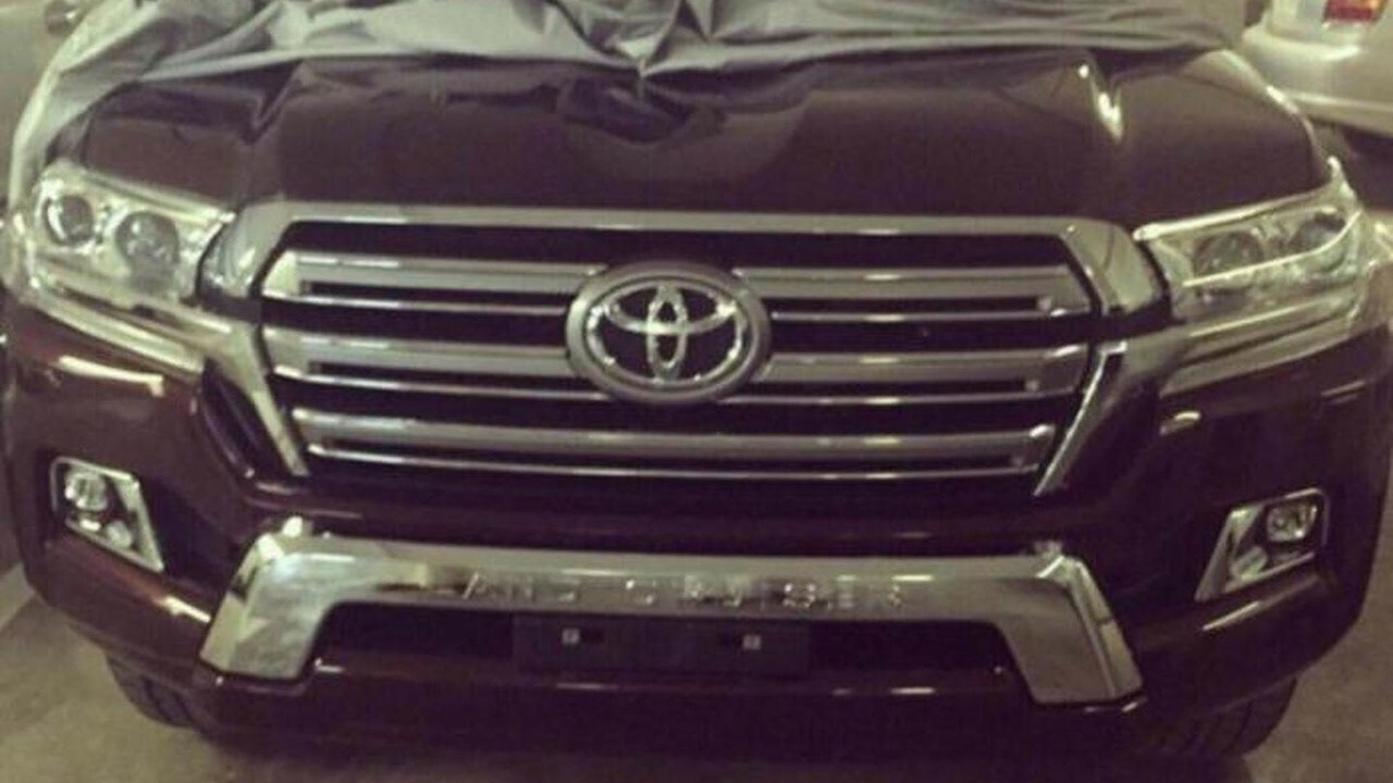 2016 Toyota Land Cruiser spy photo