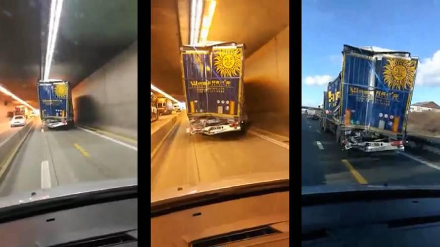 Szétroncsolt pótkocsival közlekedett tovább a Waberer's egyik kamionja