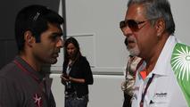 Karun Chandhok (IND), Hispania Racing F1 Team HRT with Vijay Mallya (IND) Force India F1 Team Owner - Formula 1 World Championship, Rd 14, Italian Grand Prix, 10.09.2010 Monza, Italy