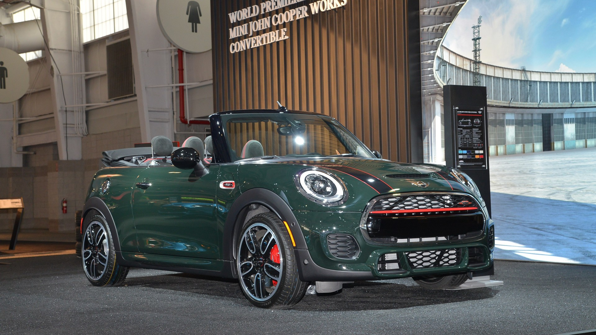 mini john cooper works convertible makes public debut in new york. Black Bedroom Furniture Sets. Home Design Ideas