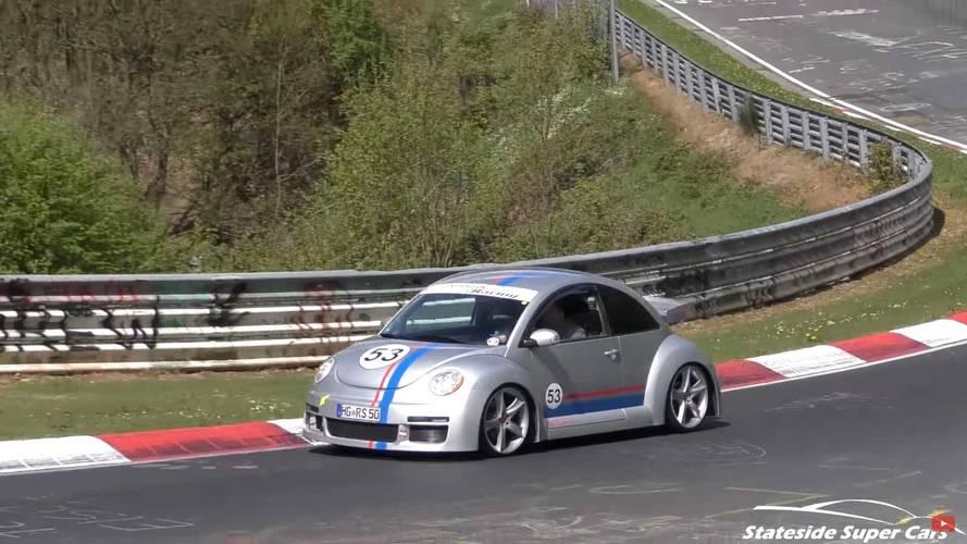 VIDÉO - Une rare Volkswagen Beetle RSi à l'assaut du Nürburgring !