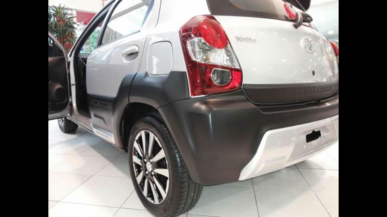 Toyota lança Etios Cross: hatch com visual aventureiro custa R$ 45.690