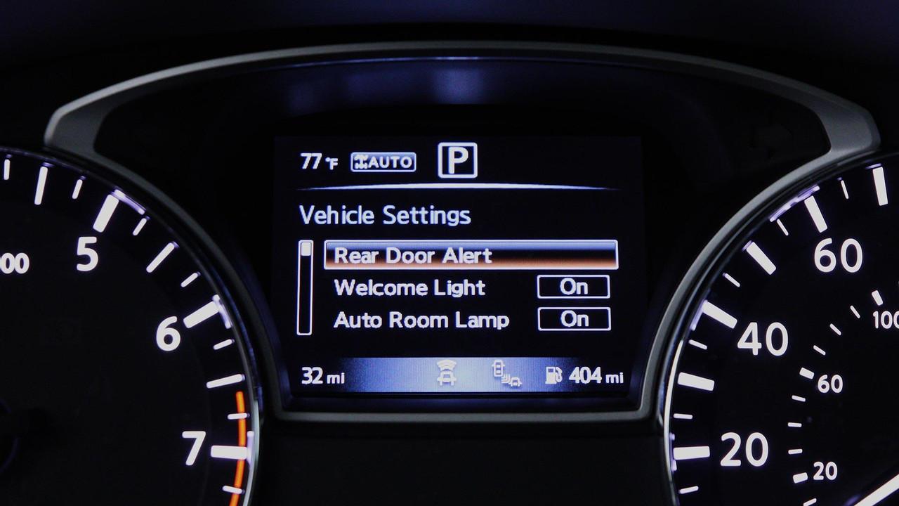 Nissan Pathfinder sistema de alerta de puertas traseras