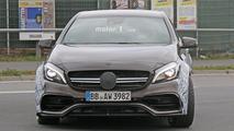 Daha güçlü 2017 Mercedes-AMG A45 casus fotoğrafları
