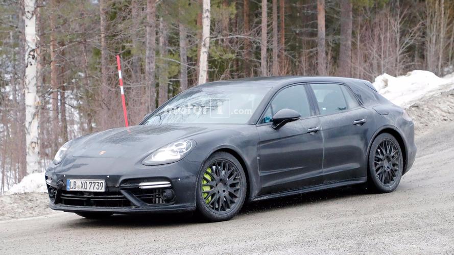 Porsche Panamera Sport Turismo spied in light camo just before debut