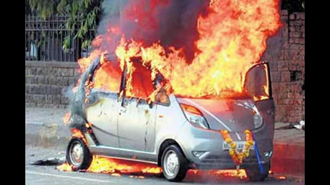 Após 45 minutos de uso: Mais um Tata Nano pega fogo na Índia