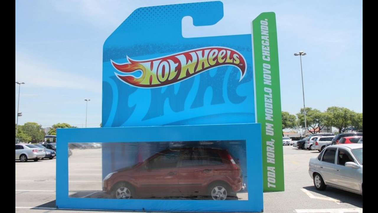 Hot Wheels transforma carro de verdade em brinquedo, em shopping de SP