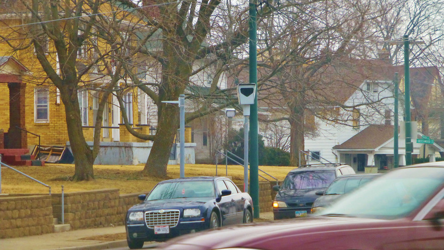 Deactivating red light cameras increases fatal crash rates