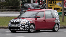 2011 Facelifted Skoda Roomster spy shots