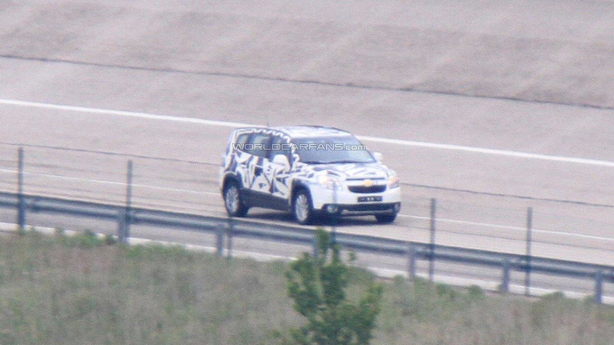 2011 Chevrolet Orlando spied with less camo during high speed testing