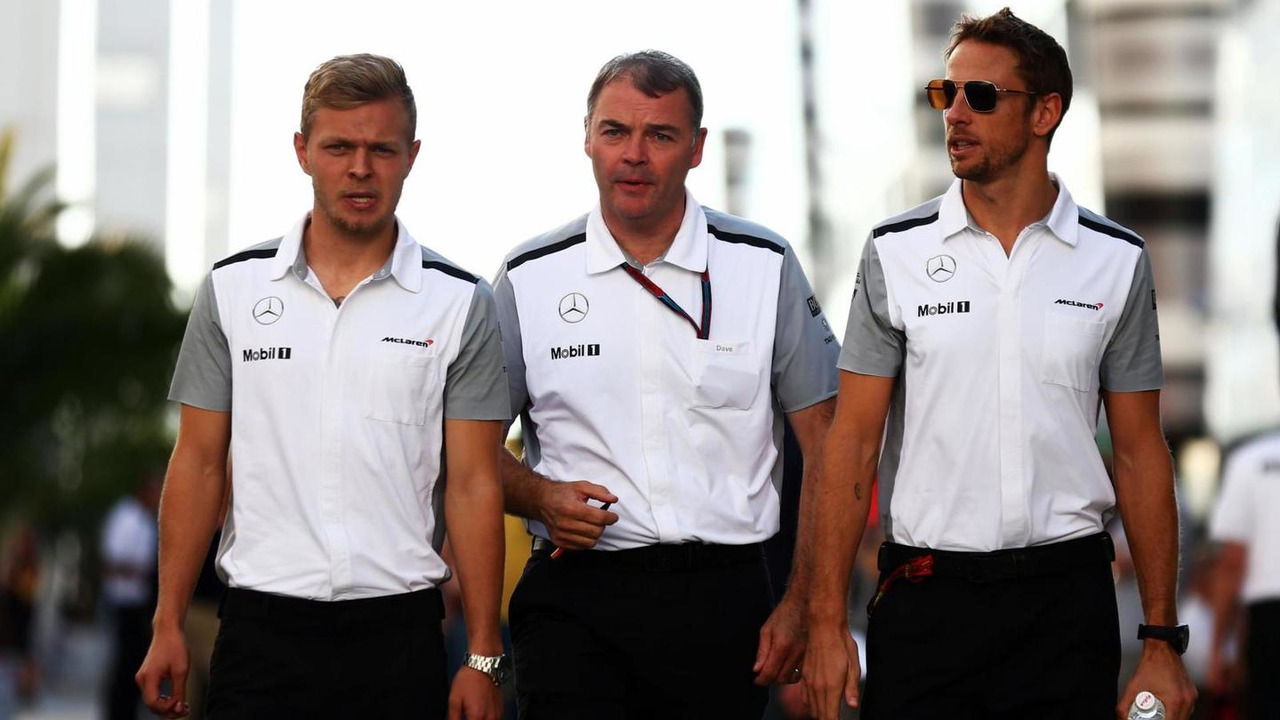 Kevin Magnussen (DEN) with Dave Redding (GBR), McLaren Sporting Director, and Jenson Button (GBR) / XPB