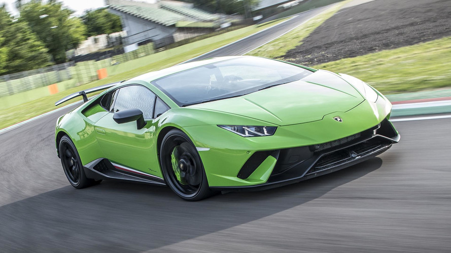 Lamborghini is keeping the V10 for next Huracan
