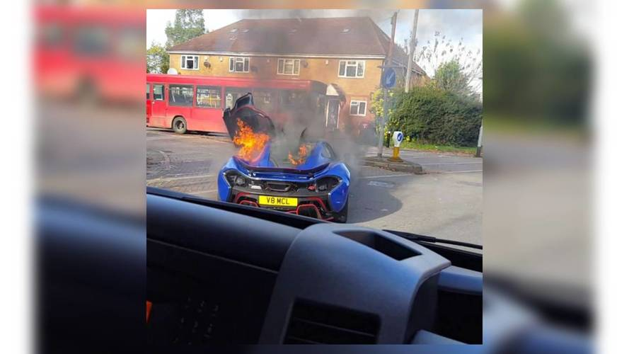 VIDÉO - Une McLaren P1 prend feu près de Londres
