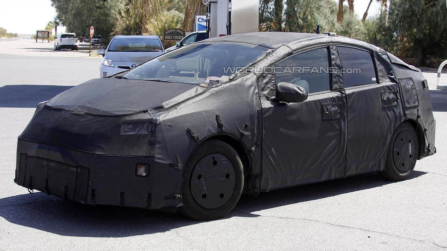 Toyota postpones next-gen Prius production until December 2015 - report